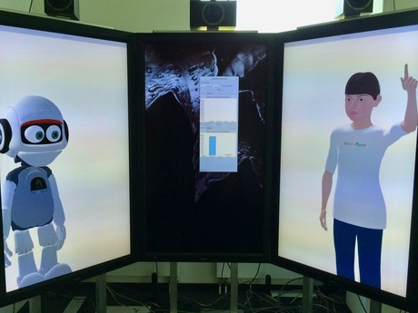 The virtual humanoid robot Vince (left) and the artificial avatar Billie communicate with gestures. Photo: CITEC / Bielefeld University