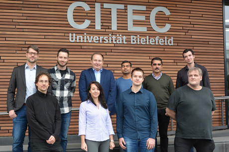 Researchers from the CITEC research group Cognitronics and Sensor Systems are working on the M3S project, a brain-machine interface, together with the Rhine-Waal University of Applied Sciences and industry partners PolyopticsGmbH und der Mediablix-IIT GmbH. Photo: CITEC/Universität Bielefeld.