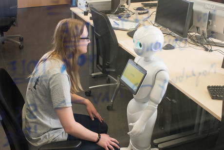 In the VIVA project, researchers at the Cluster of Excellence CITEC will first be working with the social robot Pepper. They aim to develop their own robot over the course of the project.