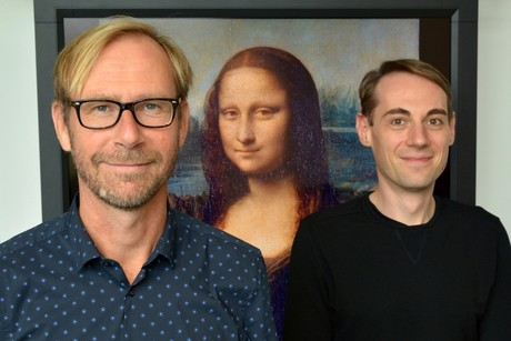 Is the Mona Lisa looking at her viewers, or not? Prof. Dr. Gernot Horstmann and Dr. Sebastian Loth from the Cluster of Excellence CITEC pursued this question in their new study. Photo: CITEC/ Bielefeld University