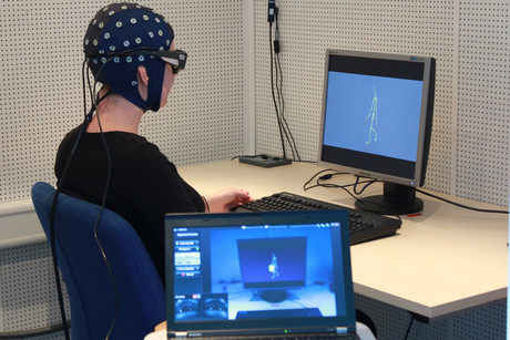 In her experiments, Dr. Marietta Sionti uses EEG and Eyetracking technology.