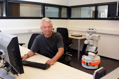 Sven Wachsmuth heads the Central Lab Facilities at the Cluster of Excellence CITEC. Photo: CITEC/Bielefeld University