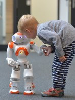 In the project L2Tor, humanoid robot Nao helps children learn a foreign language. Photo: CITEC/Universität Bielefeld
