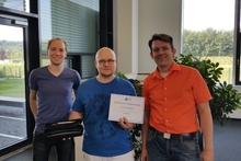 Supervisor Dr. Thies Pfeiffer, Prize-Winner Dimitri Heil (with certificate and SMI Eyetracker award), along with supervisor Patrick Renner (from right). Photo: CITEC.