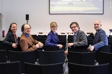 "Invited guests at the Bertelsmann Foundation's symposium on ""Smart Country"" in Berlin: Dr. Anke Knopp, Prof. Dr. Helge Ritter, Kristiina Omri, Dr. Stephan Albers, Carsten Große Starmann (from left) Photo: Jan Voth"
