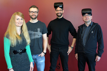 Dr. Rebecca Förster, Christian Poth, Prof. Dr. Mario Botsch, and Prof. Dr. Werner Schneider (from left) show how virtual reality glasses can be used for psychological measurements. Photo: CITEC/Bielefeld University.