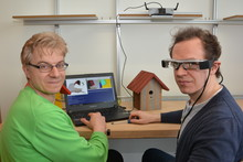 Dr. Kai Essig and Dr. Matthias Schröder (from left) are developing the Adamaas smart glasses together with Prof. Dr. Thomas Schack. Photo: CITEC/Bielefeld University