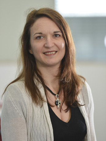 Professor Dr. Elisabetta Chicca studies artificial nervous systems, which can process natural information much more effectively than conventional computers.