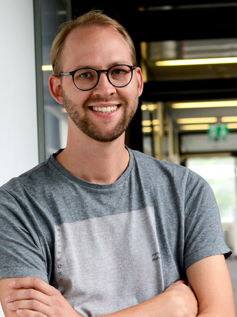 Dr. Hendrik Buschmeier is a research associate at the Cluster of Excellence Cognitive Interaction Technology CITEC